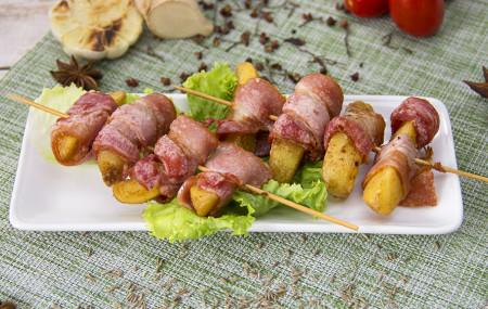 Картофельные дольки в беконе (2ШТ)