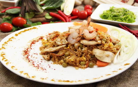 Обжаренный рис с овощами по-малазийски