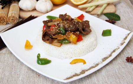 Рис с говядиной и луком в соусе «терияки»