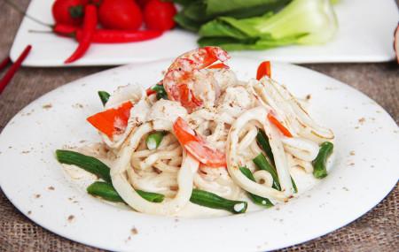 Удон с морепродуктами в сливочном соусе